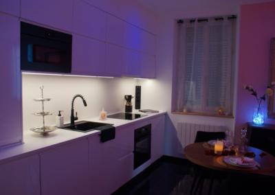 Une cuisine appartement privatif spa sauna balnéo Dijon
